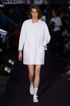See the complete Jacquemus Spring 2014 Ready-to-Wear collection.
