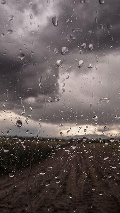 freeios8.com - mv90-rainy-window-nature-water-drop-road - http://bit.ly/1EMaIBV - iPhone, iPad, iOS8, Parallax wallpapers