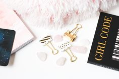 photo gratuite girly blog gold book pink cushion styled stock flat lay Gold Book, Pink Cushions, Girly, Blog, Happiness, Personalized Items, Flat Lay, Instagram, Style