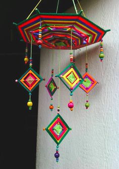 Ran on the lines – That is how woman Leinen styles properly – Pregnancyx. Handmade Crafts, Diy And Crafts, Arts And Crafts, Simple Mandala Tattoo, Pista Shell Crafts, God's Eye Craft, Crochet Mandala Pattern, Paper Crafts Origami, Creative Workshop