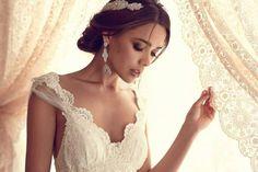 01 brautkleider mit spitze v ausschnitt wudnerschoen elegant vintage Brautkleider mit Spitze! – Klassisch, elegant und immer modern