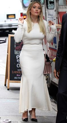 Lady like: On Monday the actress showed off a generous backside and womanly hips in a white dress as she filmed Younger in NYC Hilary Duff Show, Hilary Duff Style, White Outfits, Cool Outfits, Diana, Indian Bollywood Actress, The Duff, Portrait, Dress To Impress