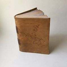 Hnedy kozeny zapisnik A6 s mapou - vintage / handmade book, old look / for traveling / na cestovanie / world map / leather journal / bookbinding
