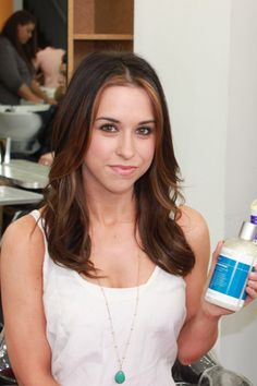 Lacey Chabert shows off her new trendy terracotta highlights