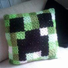 Black Green Crochet Minecraft Creeper Cushion Pillow - 2014 Halloween Throw Pillow for Decors Minecraft Crochet Patterns, Minecraft Pattern, Crochet Pillow Patterns Free, Minecraft Pillow, Minecraft Cake, Crochet Afghans, Crochet Cushions, Crochet Home, Crochet Gifts