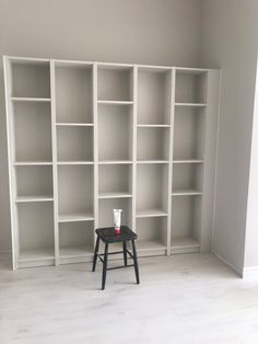 DIY billy bokhylla Ikea – Interior By Linda Wallgren – Office İnspiration Workspaces Ikea Interior, Apartment Interior, Bookcase Wall, Bookshelves, Billy Ikea, Front Room Decor, Billy Regal, Beautiful Interior Design, Home And Deco