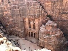 Plan the adventure of a lifetime with the best Petra hiking trails & temples, Petra map & 15 essential tips to visit Petra, the magical lost city of Jordan. Petra Map, City Of Petra, Jordan Tourism, Jordan Travel, Jordan Photos, Tourist Places, Stock Art, Lost City, Jordan Spieth