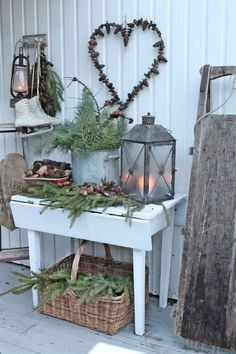 Welcoming And Cozy Christmas Entryway Decor Ideas Christmas Entryway, Christmas Porch, Primitive Christmas, Country Christmas, Outdoor Christmas, Winter Christmas, Vintage Christmas, Xmas, Christmas Vignette