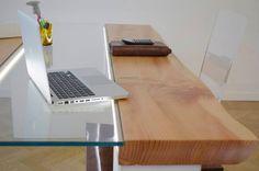 Un tavolo riunioni, una scrivania importante