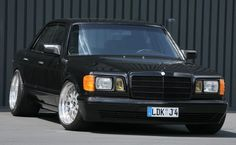 Old Skool Tuning: 1983 Mercedes-Benz with by Inden Design Old Mercedes, Mercedes Benz 190e, Mercedes Models, Mercedes S Class, Classic Mercedes, Slammed Cars, Benz S Class, Modified Cars, Luxury Cars