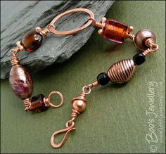 ... copper - Polished copper and handmade glass bead bracelet (Powered by