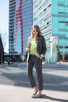 . Blazer: Zara (rebajas / sales) Similar HERE or HERE   . Pantalones / Trousers: Bimba & Lola  . Jersey / Jumper: old  . Cinturón / Belt: Topshop (HERE)  . Mocasines / Loafers: Roberto del Carlo (More HERE)  . Gafas / Sunnies: RayBan