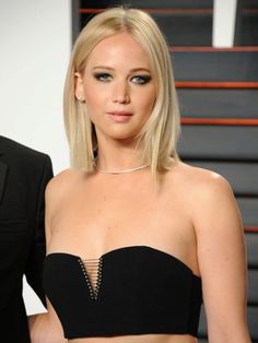 Sexy revealing look of Jennifer