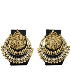 Jewellery that is sure to take your breath away. Intricate designs, splendid colours, erudite craftsmanship make the perfect recipe for this little treasure. Let this personal adornment make you feel truly beautiful.BRAND: The PariCATEGORY: EarringsCOLOUR: GoldMATERIAL: Zinc Alloy and KundanSIZE: 7.5 cms. dropPRODUCT CODE: ramleela earringsDELIVERY: We know what you need! That is the reason our products are sourced from different locations across India to meet your persona. But we still ...