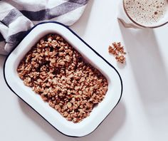 Take a peek at that label before you pick up your favorite granola. Breakfast Bars Healthy, Healthy Protein Bars, Best Breakfast, Food For Acne, Making Oatmeal, Foods For Clear Skin, Real Food Recipes, Healthy Recipes, Recipes