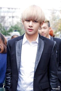 Okay... Blonde is definitely my favorite hair color on him, omfg.... /.