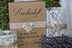 Wunderschöner Kirchenheft-Umschlag zur Hochzeit im Vintagestyle. Von uns handgefertigt mit Spitzenband und Bäckergarn und Birkenherz. Dieses Kirchenheft dient als graphische- und gestalterische...