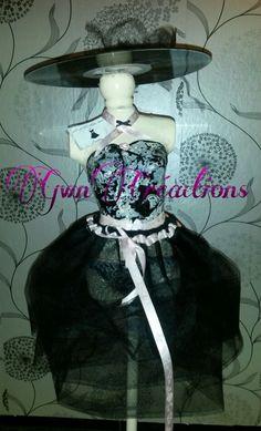 """"""" La Parisienne Black Dress Code """" By Me , vous salue...Gwn  Mannequin sur pied , sur le Thème :  La petite robe noire de Guerlain"""