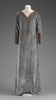 Babani house, 1920s// 3/4 sleeve with xtra shirt and match trim, neck trim short