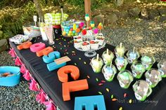 Pop Up Popsicle Party table side view