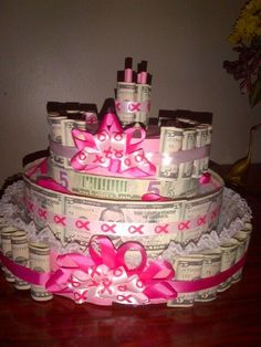 In honor of her turning I made her money cake made of 5 dollar bills! Money Birthday Cake, 40th Birthday Presents, Money Cake, Birthday Celebration, Creative Money Gifts, Cool Gifts, Gift Money, Money Lei, Gift Card Tree