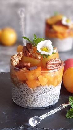 Pudding de Chia Abricot et Prune   Gourmandise Assia Prune, Chia Pudding, Chia Seeds, Superfood, Spice Things Up, Panna Cotta, Spices, Dishes, Breakfast