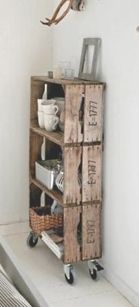 """Wooden crates DIY diy-for-my-home Love old crates and this idea for using them. I already hang them as decorative shelves to hold some of the """"random artifacts"""" I've collected(Aedan's term for them) diy Wooden crates bookshelf ♥ Interieur inspiratie"""