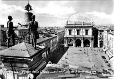 """Piazza della Loggia - Orologio de """"I macc de le ure"""" - 1950 http://www.bresciavintage.it/brescia-antica/cartoline/piazza-loggia-orologio-de-i-macc-de-ure-1950/"""