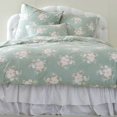 Shop the Rachel Ashwell Shabby Chic Couture luxury bedding collection for shabby chic and vintage inspired bedding designs. Simply Shabby Chic, Shabby Chic Style, Teal Bedding, Lavender Bedding, Chic Bedding, Home Bedroom, Bedroom Decor, Shabby Chic Couture, Luxury Bedding Collections