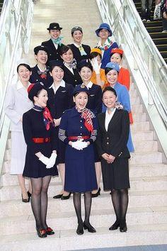 JAL:歴代CA制服ファッションショー 国際線江戸舞台に60年の歴史が勢ぞろい