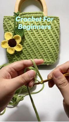 Crochet Stitches For Beginners, Crochet Videos, Crochet Basics, Diy Crochet Projects, Crochet Crafts, Crochet Handbags, Crochet Purses, Crochet Basket Pattern, Crochet Patterns