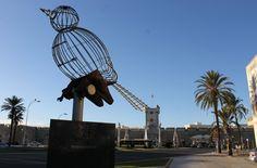 Pájaro-Jaula en la Plaza de la Constitución