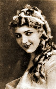 "Mary Pickford (1892-1979),  canadian-american silent film actress from about 1915 to 1925. The arrival of sound was her undoing. Pickford underestimated the value of adding sound to movies, claiming that ""adding sound to movies would be like putting lipstick on the Venus de Milo"""