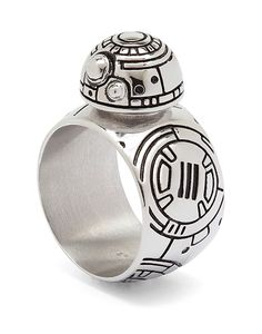 This ring celebrates the arrival on the scene (and in our hearts) of Go fo - Star Wars Jewelry - Fashionable Star Wars Jewelry - This ring celebrates the arrival on the scene (and in our hearts) of Go forth and conquer little droid. Star Wars Ring, Star Wars Bb8, Star Trek, Star Wars Jewelry, Look Star, Bijoux Design, Star Wars Outfits, Star Wars Gifts, Disney Jewelry