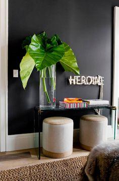 Se joga no preto! Saiba mais como usar essa cor, tão amada na moda, dentro da sua casa também.