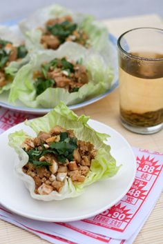 Chicken Lettuce Cups - Chinese cooks don't use a lot of raw vegetables, but instead prefer to stir-fry or braise them. There are a few exceptions, however, and in Hong Kong cooks fill crisp iceberg lettuce leaves with savory minced meat. Asian Recipes, Healthy Recipes, Ethnic Recipes, Oriental Recipes, Chicken Lettuce Cups, Chicken Wraps, Lettuce Wraps, Lettuce Leaves, Raw Vegetables