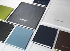 Fadengeheftetes Blankonotizbuch in verschiedenen Farben und Formaten