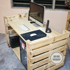 2 600x600 Pallet simple desk for photographer in pallet living room diy pallet ideas with Photograph Pallets Desktop