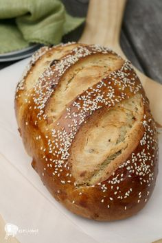 Boulou is an enriched Challah-style bread studded with fruit, nuts and seeds, and scented with orange and anise. Jewish Bread, Jewish Food, Baguette, Libyan Food, Japanese Bread, Jewish Recipes, Pizza, Easy Bread, Challah