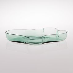 View DISH BOWL by Alvar Aalto on artnet. Browse upcoming and past auction lots by Alvar Aalto. Art Furniture, Vintage Furniture Design, Vintage Design, Chinese Architecture, Futuristic Architecture, House Architecture, Charles Ray Eames, Bauhaus, Inside A House
