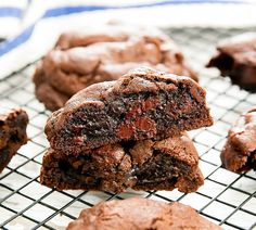 These decadent double chocolate chip cookies are thick, soft, and rich. They taste very close to the dark chocolate chocolate chip cookies from Levain Bakery in New York City. As you may recall, I visited NYC a few months ago and tried Levain Bakery's famous chocolate chip cookies (post here). While I loved their signature cookie and …