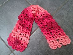Ravelry: Snake Stitch Neck Warmer or Scarf pattern by Laura Tegg This would be extra warm.