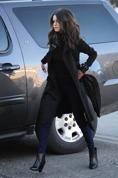 selena gomez look Selena Gomez Fashion, Style Selena Gomez, Selena Gomez Black Dress, Selena Gomez Outfits Casual, Selena Gomez Closet, Mode Outfits, Chic Outfits, Fashion Outfits, Look Fashion