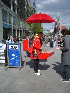 Venditore ambulante a Berlino #berlin #germany #turismo #startup