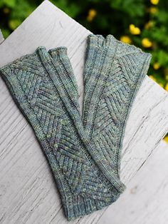 Tacit by Hunter Hammersen - fingering weight cables fingerless mitts in Ancient Arts Yarn Easy Knitting, Knitting For Beginners, Loom Knitting, Knitting Patterns Free, Knit Mittens, Knitted Gloves, Knit Hats, Fingerless Mitts, Sock Yarn