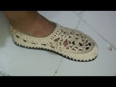 Tutorial Sandalias Crochet o Ganchillo Mary Jane Slippers (1 de 2) (English subtitles) - YouTube