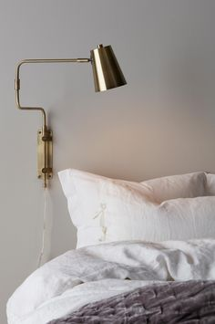 Ellos Home Leandro Wall Lamp - Brass - Lamps -.- Ellos Home Leandro-seinävalaisin – Messinkiä – Valaisimet – Homeroom.fi Ellos Home Leandro Wall Lamp – Brass – Lamps – Homeroom. Contemporary Wall Lights, Exterior Wall Light, Brass Lamp, Scandinavian Interior, Sconces, New Homes, House Design, Living Room, Interior Design