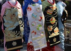 Autumn pattern of obi worn by maiko Masaki, Satsuki and Mamemaru - black with gold spider chrysanthemums, white with flower snowflakes and black with colorful threads