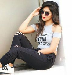 Look Your Best With This Fashion Advice – Top Clothes Boutique Cute Girl Poses, Girl Photo Poses, Girl Photos, Stylish Girls Photos, Stylish Girl Pic, Stylish Photo Pose, Foto Casual, Fashion Photography Poses, Photography Ideas