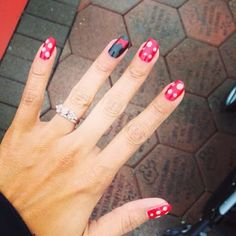 Minnie Mouse manicure nails
